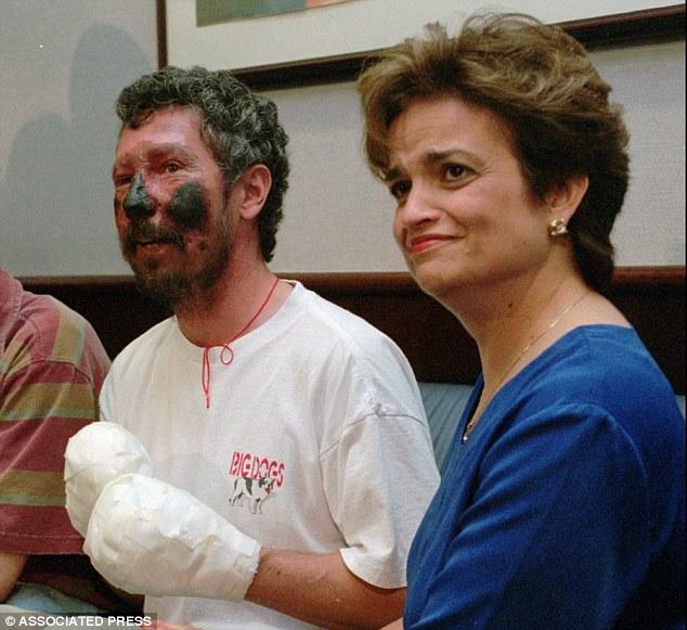 Ο Γουέδερς με τη γυναίκα του μετά το Έβερεστ