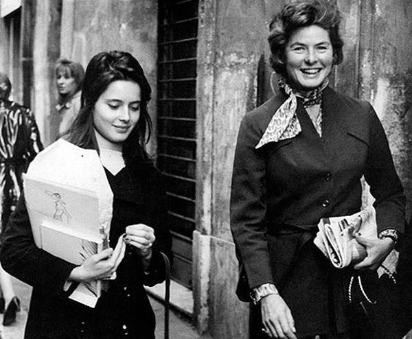 Γεννήθηκε στον 18 Ιουνίου του 1952 στην Ρώμη. Τον περισσότερο χρόνο οι γονείς της έλειπαν λόγω επαγγελματικών υποχρεώσεων και τους επισκέπτονταν για λίγες ημέρες στη Ρώμη